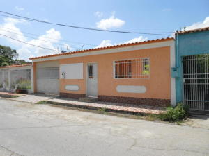 Casa En Ventaen Maracay, La Esmeralda, Venezuela, VE RAH: 19-11429