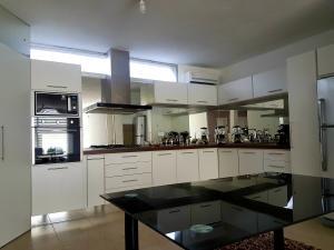 Apartamento En Ventaen Coro, Sector La Floresta, Venezuela, VE RAH: 19-11546