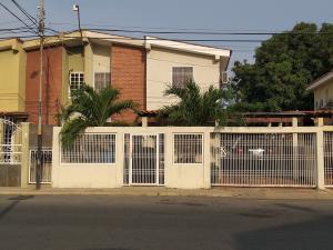 Townhouse En Alquileren Cabimas, Las 40, Venezuela, VE RAH: 19-11631
