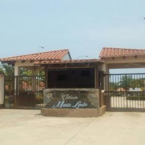 Casa En Ventaen Higuerote, Villas De Monte Lindo, Venezuela, VE RAH: 19-11742