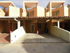 Townhouse En Ventaen Municipio Naguanagua, El Rincon, Venezuela, VE RAH: 19-11986