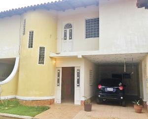 Townhouse En Ventaen El Tigre, Sector Avenida Intercomunal, Venezuela, VE RAH: 19-12844