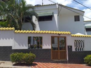 Casa En Ventaen Catia La Mar, La Colina De Catia La Mar, Venezuela, VE RAH: 19-12079