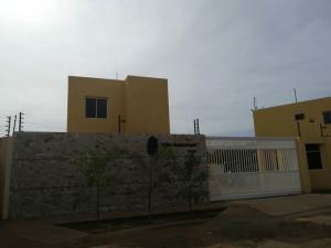Townhouse En Ventaen Municipio San Francisco, La Coromoto, Venezuela, VE RAH: 19-12075