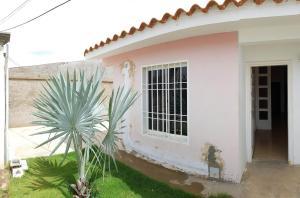 Casa En Ventaen Coro, Intercomunal Coro La Vela, Venezuela, VE RAH: 19-12133