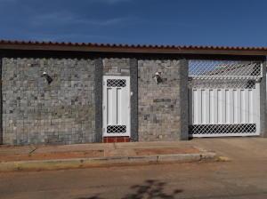 Casa En Ventaen Municipio San Francisco, Los Samanes, Venezuela, VE RAH: 19-12324