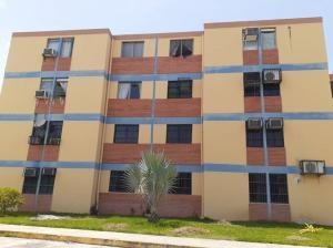 Apartamento En Ventaen Municipio Los Guayos, Paraparal, Venezuela, VE RAH: 19-12454