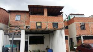 Townhouse En Ventaen Guarenas, Altos De Copacabana, Venezuela, VE RAH: 19-12809
