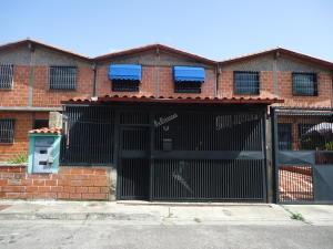 Townhouse En Ventaen Guatire, El Ingenio, Venezuela, VE RAH: 19-12733