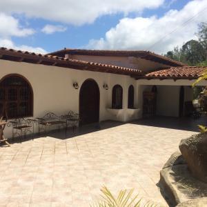 Casa En Ventaen San Antonio De Los Altos, La Suiza, Venezuela, VE RAH: 19-12615