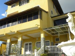 Casa En Ventaen San Antonio De Los Altos, Club De Campo, Venezuela, VE RAH: 19-12713