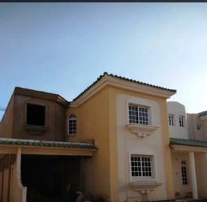 Townhouse En Ventaen Maracaibo, Avenida Milagro Norte, Venezuela, VE RAH: 19-12881