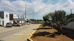 Townhouse En Ventaen Maracaibo, Via La Concepcion, Venezuela, VE RAH: 19-12969