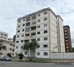Apartamento En Ventaen Valencia, Trigal Centro, Venezuela, VE RAH: 19-12497