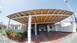 Casa En Ventaen Acarigua, Lomas De Santa Sofia, Venezuela, VE RAH: 19-13185