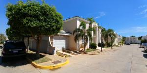Casa En Ventaen Maracaibo, Avenida Delicias Norte, Venezuela, VE RAH: 19-13222