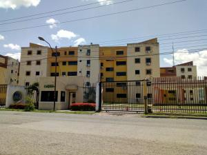 Apartamento En Ventaen Municipio Los Guayos, Paraparal, Venezuela, VE RAH: 19-13206