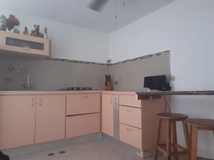 Apartamento En Ventaen Lecheria, Complejo Turistico El Morro, Venezuela, VE RAH: 19-13211