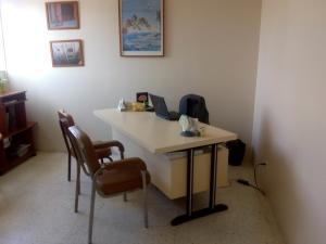 Consultorio Medico  En Alquileren Maracaibo, Avenida Universidad, Venezuela, VE RAH: 19-13369