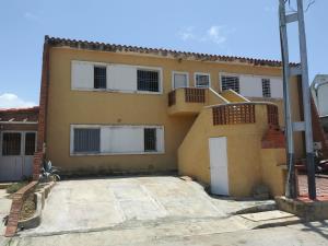Apartamento En Ventaen Tucacas, Tucacas, Venezuela, VE RAH: 19-13382