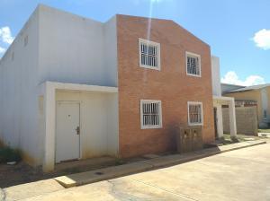 Casa En Ventaen Coro, Sector Los Perozos, Venezuela, VE RAH: 19-13527