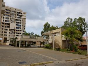 Apartamento En Alquileren Maracaibo, Avenida El Milagro, Venezuela, VE RAH: 19-13811