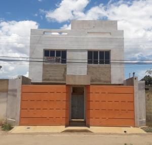 Casa En Ventaen Coro, Sector La Floresta, Venezuela, VE RAH: 19-4222