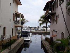 Apartamento En Ventaen Puerto La Cruz, Pueblo Viejo, Venezuela, VE RAH: 19-13188