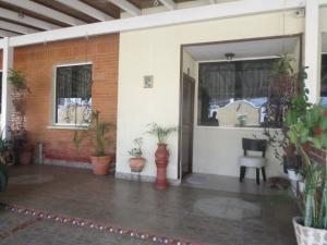 Townhouse En Ventaen Barcelona, El Cortijo De Oriente, Venezuela, VE RAH: 19-14542