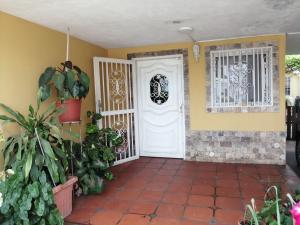 Casa En Alquileren Maracaibo, La Limpia, Venezuela, VE RAH: 19-14613