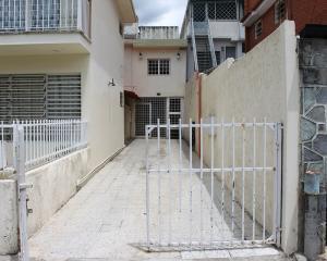 Galpon - Deposito En Alquileren Caracas, La California Sur, Venezuela, VE RAH: 19-14645