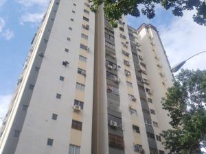 Apartamento En Ventaen Valencia, Valles De Camoruco, Venezuela, VE RAH: 19-14752