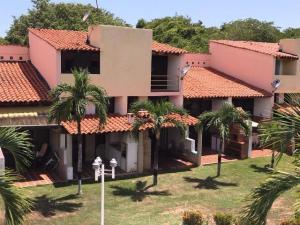 Townhouse En Ventaen Rio Chico, Los Canales De Rio Chico, Venezuela, VE RAH: 19-14768