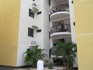 Apartamento En Ventaen Turmero, Conjunto Residencial Las Carolinas Ii, Venezuela, VE RAH: 19-14916