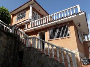 Casa En Ventaen San Antonio De Los Altos, El Cuji, Venezuela, VE RAH: 19-14927