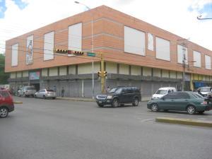 Local Comercial En Ventaen Maracay, Avenida Bolivar, Venezuela, VE RAH: 19-14945