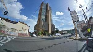 Local Comercial En Ventaen Valencia, Avenida Bolivar Norte, Venezuela, VE RAH: 19-15113