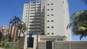 Apartamento En Ventaen Catia La Mar, Playa Grande, Venezuela, VE RAH: 19-15140