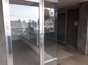 Local Comercial En Alquileren Maracaibo, Avenida Bella Vista, Venezuela, VE RAH: 19-15110