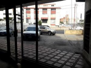 Local Comercial En Alquileren Maracaibo, Avenida Bella Vista, Venezuela, VE RAH: 19-15114