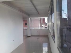 Local Comercial En Alquileren Maracaibo, Avenida Bella Vista, Venezuela, VE RAH: 19-15116