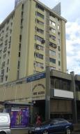 Local Comercial En Ventaen Valencia, Avenida Bolivar Norte, Venezuela, VE RAH: 19-15228