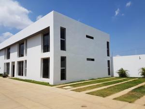 Apartamento En Ventaen Coro, Sector La Floresta, Venezuela, VE RAH: 19-15307