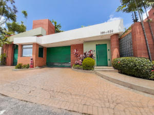 Townhouse En Ventaen Municipio Naguanagua, Maã±Ongo, Venezuela, VE RAH: 19-15382
