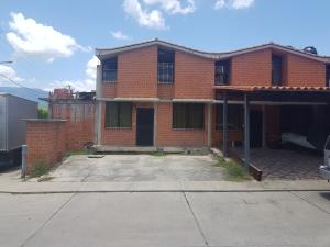 Townhouse En Ventaen Guarenas, Nueva Casarapa, Venezuela, VE RAH: 19-15415