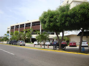 Local Comercial En Ventaen Maracaibo, La Lago, Venezuela, VE RAH: 19-15427
