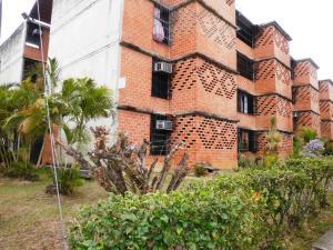 Apartamento En Ventaen Guarenas, Nueva Casarapa, Venezuela, VE RAH: 19-15443