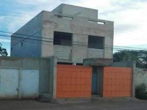 Apartamento En Ventaen Coro, Sector La Floresta, Venezuela, VE RAH: 19-15328