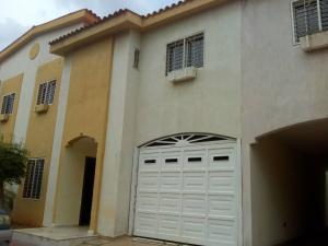 Townhouse En Ventaen Maracaibo, Circunvalacion Dos, Venezuela, VE RAH: 19-15559