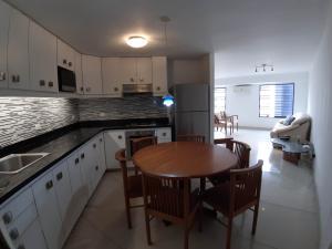 Apartamento En Ventaen Caracas, Sabana Grande, Venezuela, VE RAH: 19-15677
